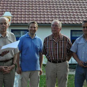 Auf dem Bild der Ehrung zusehen, von links:  Der Unterbezirksvorsitzende Dr. Christoph Weltecke, Willy Bremmer, Andreas  Schaake, Heinz-Werner Höhle, Jens Hankel und der Bundestagsabgeordnete  Ullrich Meßmer