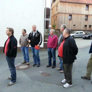 Das Bild zeigt Teile der Fraktion mit Ortsvorsteher Jörg Schweitzer beim Ortsbegang.
